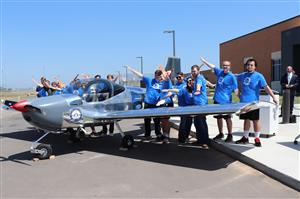 Students pose with the airplane they built during the 2017-18 school year.